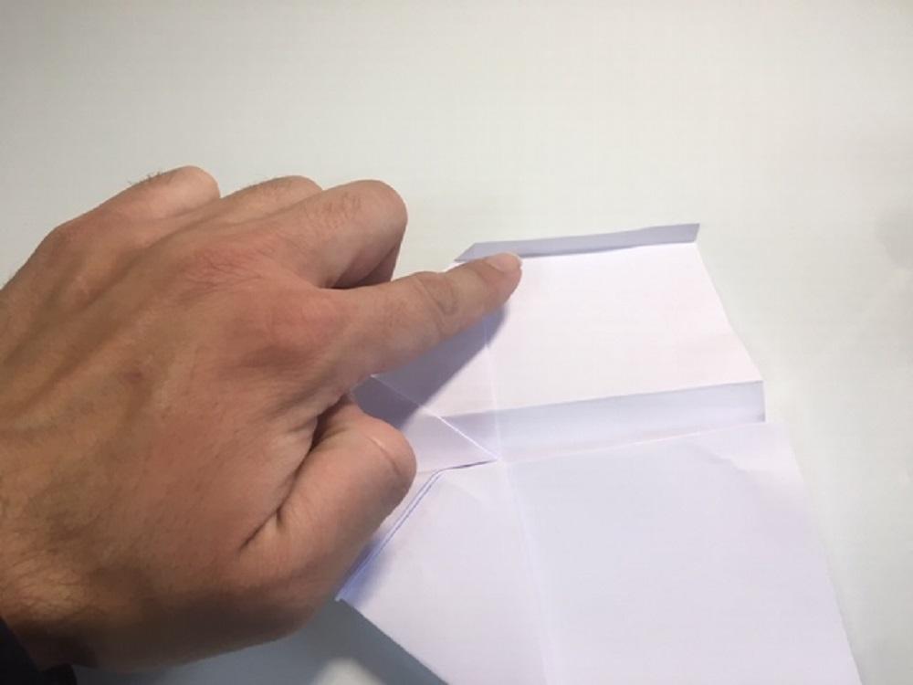 fabricar una avión de papel paso a paso
