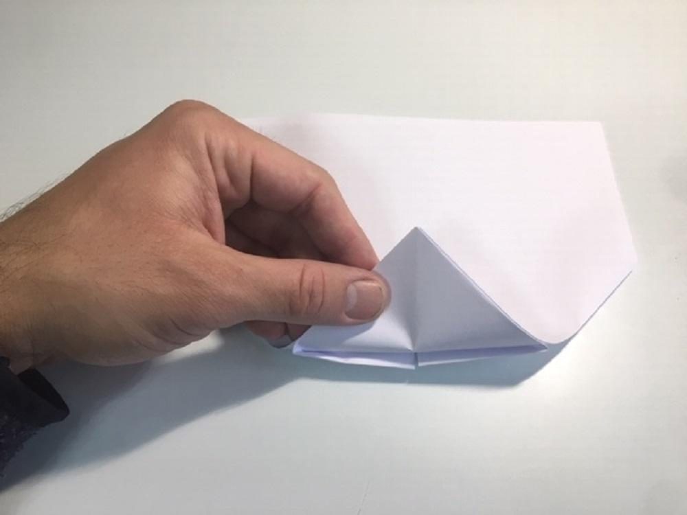 fabricar un avión de papel fácil y paso a paso